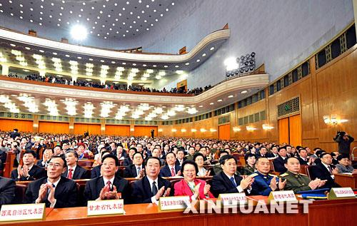 十一届人大一次会议闭幕侧记:踏上新的征程