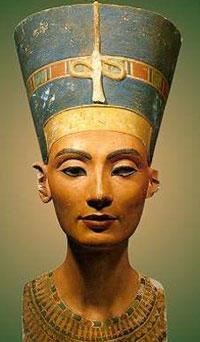 纳费提提王后半身像或曾整容(图)