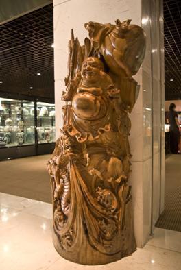 香樟木根雕清明上河图十八罗汉亮相文化节