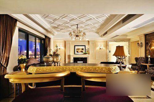 大理石地砖上的菱形花纹倒跟天花板相互呼应,屋中随处可见的壁灯,台灯