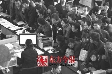 河南漯河市千余代表评议政府部门选出最差科室