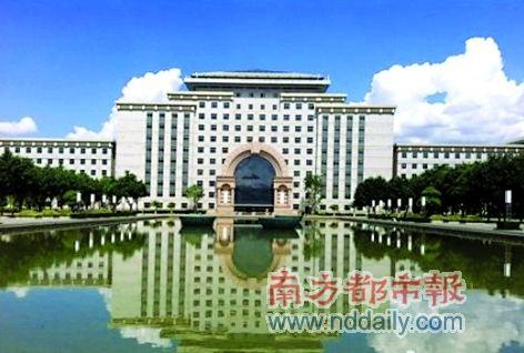 """云南红河州府大楼被批奢华 伍皓称""""才花4亿多"""""""