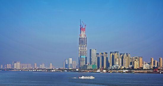 武汉绿地中心冲击中国第一摩天大楼 高度636米