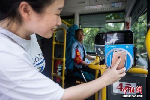 """""""移动支付之城""""杭州:出门只带手机成""""新常态"""""""