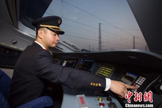 """西成高铁""""路遇""""动物保护区 绿色发展助""""和谐共生"""""""