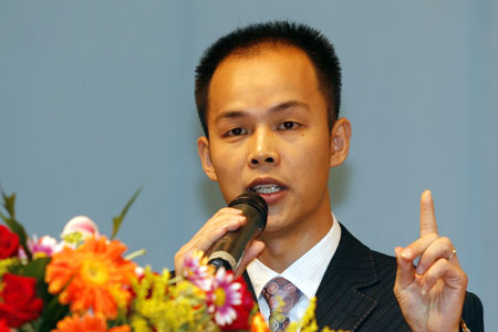 2007年10月18日,世界领导力全球巡回论坛中国站在北京召开。新浪财经全程直播了本次论坛的盛况。上图为论坛主持人KBC国际机构中国有限公司总经理。
