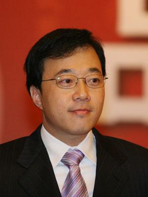 图文:2007品牌中国年度人物候选人邓中翰演讲