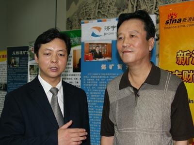 图文:山东省总工会副主席伊戈扬(右)
