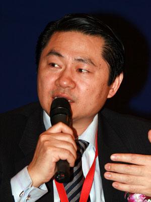 图文:欧美同学会副会长兼商会会长王辉耀
