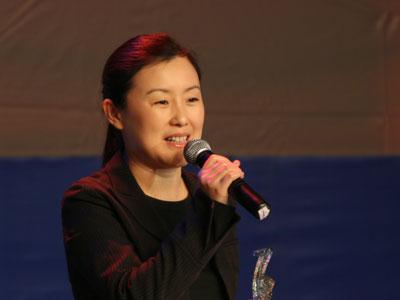 图文:巨人网络集团总裁刘伟代表史玉柱领奖