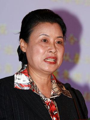 图文:海南三亚市委常务张萍演讲