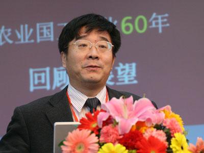 图文:北京大学校长助理经济学院院长刘伟演讲