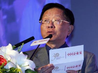 图文:刘吉宣读获奖词