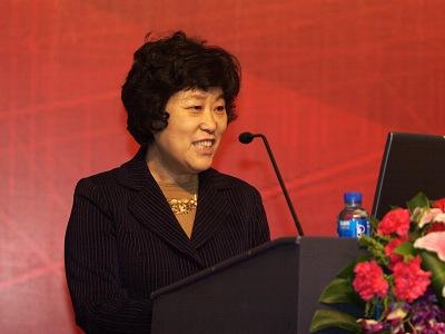 图文:主持人中国人民大学副校长冯惠玲