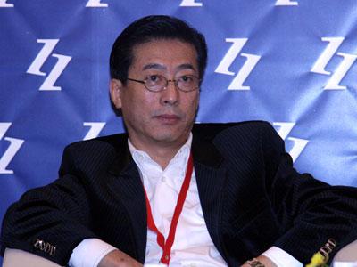 """由中国企业家杂志社主办的2009(第八届)中国企业领袖年会于2009年12月5日在北京举行,主题为""""新商业文明的中国路径""""。新浪财经视频直播此次会议。上图为美克投资集团有限公司董事长冯东明。(图片来源:新浪财经 梁斌摄)"""