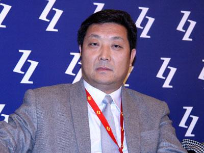 图文:白领时装有限公司董事长苗鸿兵