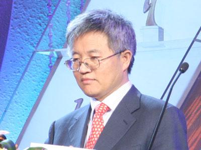 图文:北大光华管理学院院长张维迎开奖