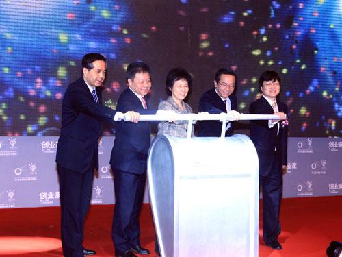 图为2010年创业家年会暨全球创业周中国站启动仪式。(来源:新浪财经 全权 摄)