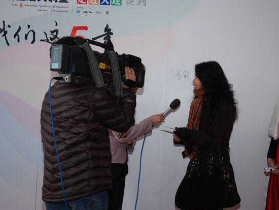2010年12月15日,中央电视台《CCTV经济生活大调查》城市推广活动的第二站来到了大连。图为采访现场观众。