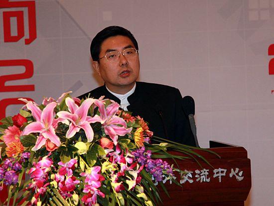 """""""第八届中国文化产业新年论坛""""于2011年1月8日-9日在北京召开。上图为商务部产业损害调查局产业分析与预警处处长张勇。(图片来源:新浪财经 梁斌 摄)"""