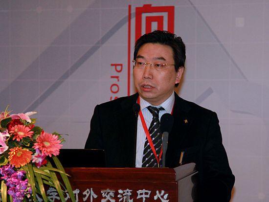 """""""第八届中国文化产业新年论坛""""于2011年1月8日-9日在北京召开。上图为上海东方汇文国际文化服务贸易公司董事长任义彪。(图片来源:新浪财经 梁斌 摄)"""
