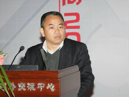"""""""第八届中国文化产业新年论坛""""于2011年1月8日-9日在北京召开。上图为一五零六创意城投资有限公司董事长邱代伦。(资料图片)"""