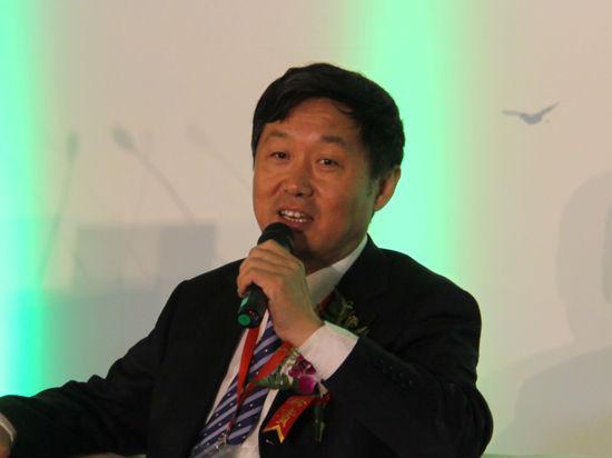 """以上图片为北京产权交易所董事长、北京绿色金融协会执行会长熊焰在""""对话:低碳经济与世界城市""""为主题的讨论发言。"""