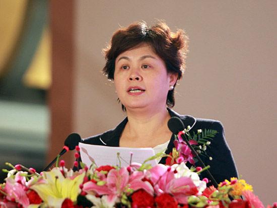 """""""第七届中国-企业社会责任国际论坛""""于2012年2月22日在北京举行。上图为国家工商总局副局长甘霖。(图片来源:新浪财经 梁斌 摄)"""