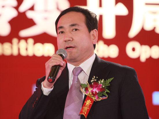 """""""第七届中国-企业社会责任国际论坛""""于2012年2月22日在北京举行。上图为陕鼓集团党委副书记、总经理李宏安。(图片来源:新浪财经 梁斌 摄)"""
