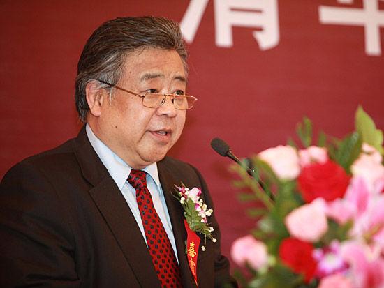 """""""清华大学五道口金融学院成立大会""""于2012年3月29日在北京举行。上图为中国人民银行研究生部首届学生、东英集团董事长张志平。(图片来源:新浪财经 梁斌 摄)"""
