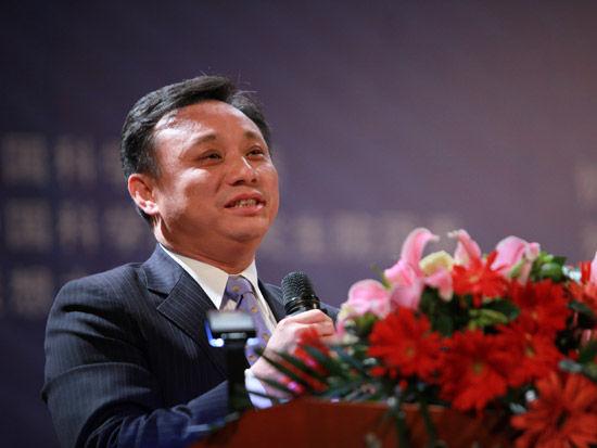 2012第五届中科院青年创业大赛开幕式于4月28日在北京举行。上图为中诚信集团创始人毛振华。(图片来源:新浪财经 梁斌 摄)