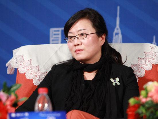 2012第五届中科院青年创业大赛开幕式于4月28日在北京举行。上图为依文集团董事长夏华。(图片来源:新浪财经 梁斌 摄)
