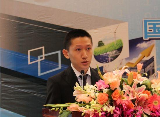 国金证券新能源行业研究员姚遥。(新浪财经 贾景涛 摄)