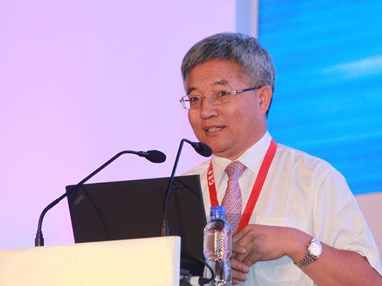 """""""2012亚布力中国企业家论坛夏季高峰会""""于2012年7月6日-8日在湖北武汉召开。上图为著名经济学家张维迎。(图片来源:新浪财经 梁斌 摄)"""