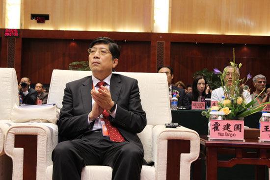 """""""第五届(2012)全球外包大会""""于7月26日-29日在云南省昆明市举办。上图为商务部国际贸易经济合作研究院院长霍建国。(图片来源:新浪财经)"""