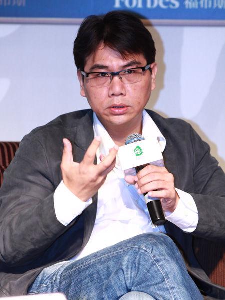 """""""福布斯中国县级城市投资与发展论坛""""于2012年9月26日在江苏昆山举行。上图为亿动广告传媒创始人兼CEO马良骏。(图片来源:新浪财经)"""