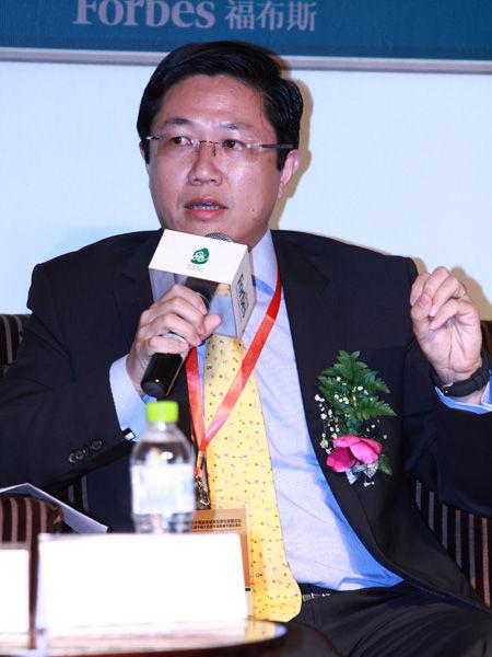 """""""福布斯中国县级城市投资与发展论坛""""于2012年9月26日在江苏昆山举行。上图为法国马赛商学院中国区主管、副教授王华。(图片来源:新浪财经)"""