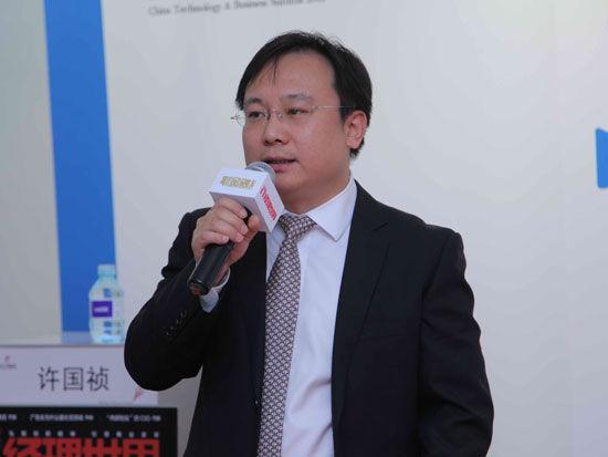 """""""2012中国技术商业领袖峰会""""于2012年11月16-17日在北京举行。上图为北京大学光华管理学院新媒体营销研究中心执行主任、市场营销系副教授苏萌。(图片来源:新浪财经)"""