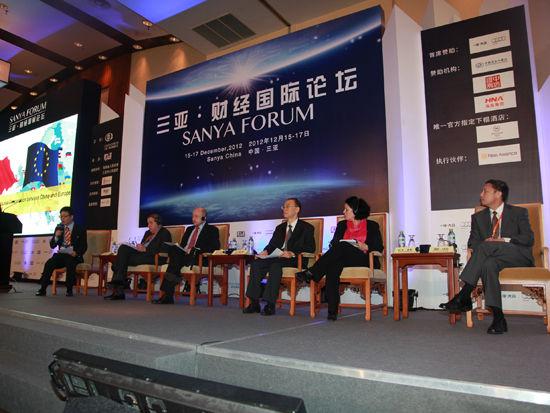 """""""三亚-财经国际论坛""""于2012年12月15日-17日在海南省三亚市举行。上图为全会三:欧洲的未来与中欧合作前景。(图片来源:新浪财经 梁斌 摄)"""
