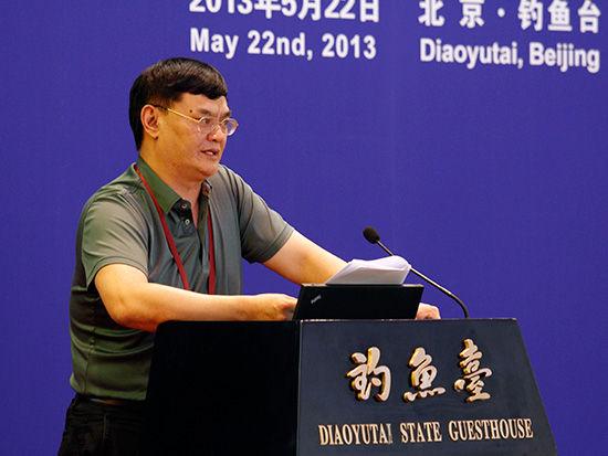 """中国金融论坛于2013年5月21-23日在北京召开。论坛主题为""""金融改革创新,服务实体经济""""。图为卓越集团执行总裁张远演讲。"""