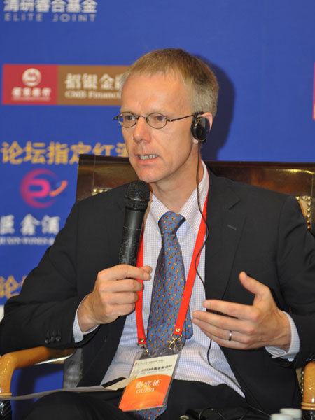 """""""2013中国金融论坛""""于2013年5月21日-23日在北京召开。上图为苏格兰皇家银行中国区首席经济学家高路易。(图片来源:新浪财经)"""