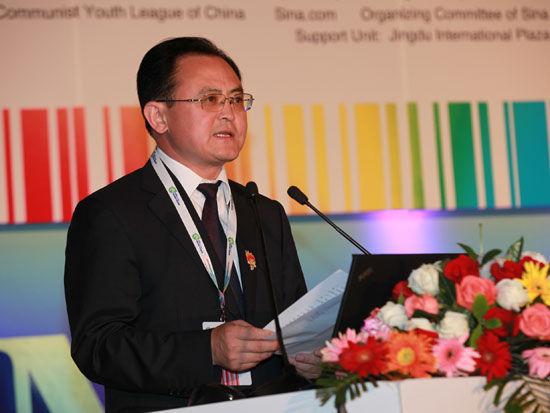 """""""2013中国国际太阳能高峰论坛""""于8月2日在大同市举行。上图为大同市市长李俊明。(图片来源:新浪财经 梁斌 摄)"""