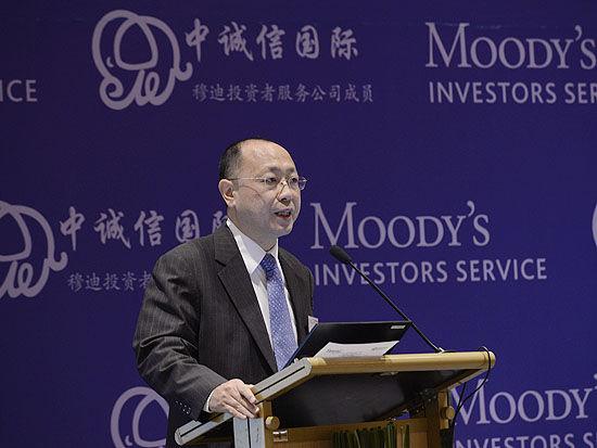 上图为穆迪董事总经理、亚太区主管叶敏。(图片来源:新浪财经 摄影:韩锦星)