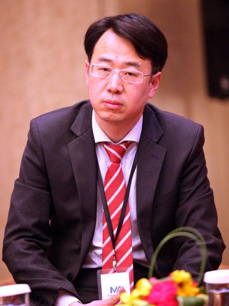 """""""第二届全球企业并购高峰论坛""""于2014年1月6日在北京举行。上图为凯斯纽荷兰工业中国业务发展(并购)总监赵俊豪。(图片来源:新浪财经 梁斌 摄)"""