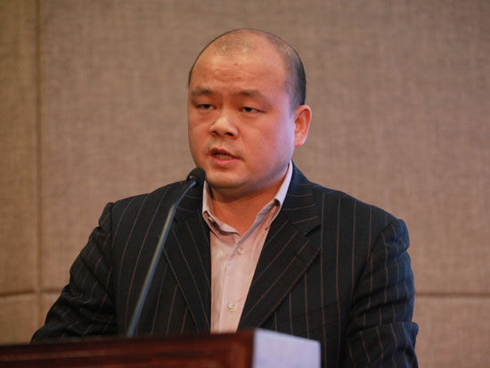 """""""全国企业品牌评价暨2013年度中国企业五星品牌论坛""""于2014年1月19日在北京举行。上图为雅迪科技集团总裁助理兼品牌总监周超。(图片来源:新浪财经 梁斌 摄)"""