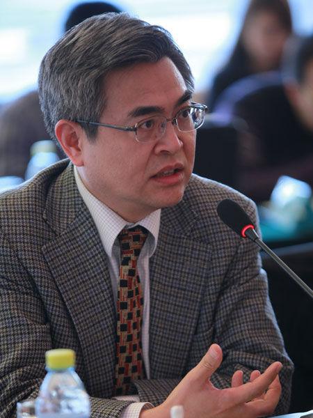 """""""中国经济50人论坛2014年年会""""于2月10日举行。上图为香港大学荣誉教授肖耿。(图片来源:新浪财经 梁斌 摄)"""