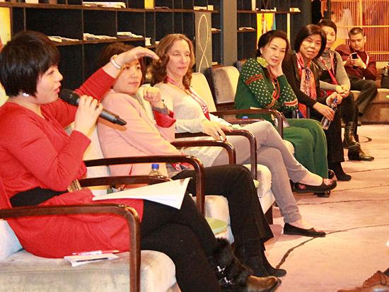 """""""2014亚布力中国企业家论坛第十四届年会""""于2月11日-14日举行。上图为《女性论坛:生意和生活》论坛现场。(图片来源:新浪财经 刘海伟 摄)"""