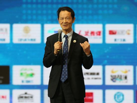 """""""首届全球社会企业家生态论坛""""于2015年11月25日-27日在北京召开。上图为前驻旧金山、纽约总领馆经济商务参赞何伟文。(图片来源:新浪财经)"""