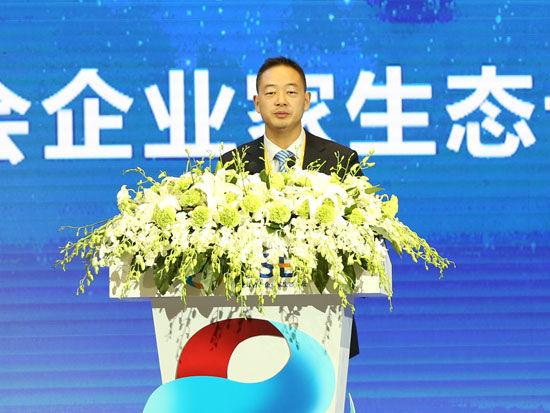 """""""首届全球社会企业家生态论坛""""于2015年11月25日-27日在北京召开。上图为新疆果园董事长单宝顺。(图片来源:新浪财经)"""