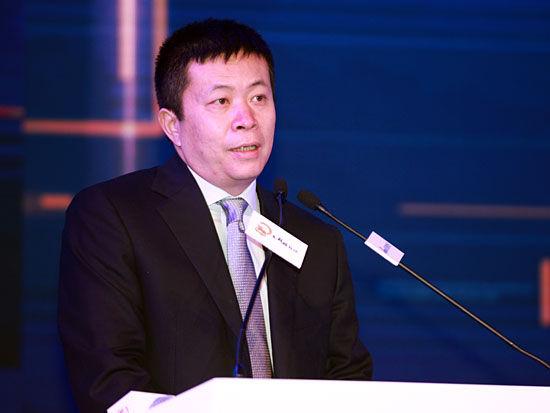 上图为新浪董事长兼CEO、微博董事长曹国伟(图片来源:新浪财经 梁斌 摄)